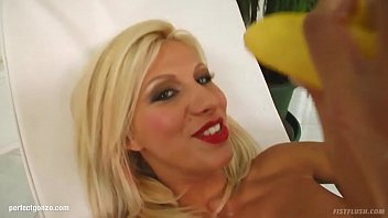 Clara Spreads Her Pussy With Dildos And Bananas