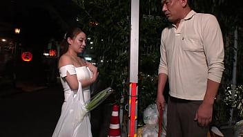 ぶっかけ巨乳妻 Hカップの人妻を集団ザーメン弄び 織田真子
