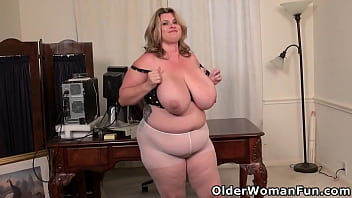 Imagine mounting the cutest of cute mature BBW Kimmie 12分钟