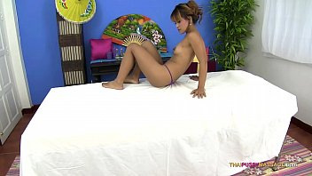 Asian body with shaved pussy receives oil massage 18 min