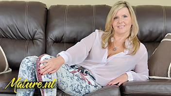 Streaming Video Canadian MILF Velvet Skye Is Teasing & Pleasing - XLXX.video