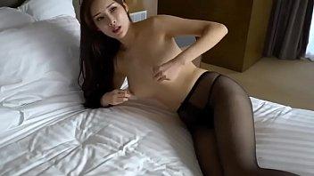 Linda Asiática muy caliente. 周妍希 Alice Zhou - Nude Shoot BTS