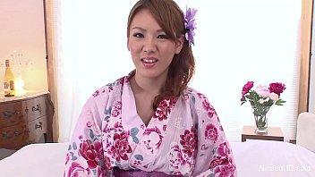 Japanese babe masturbates 7分钟