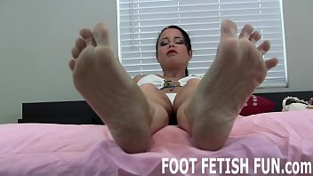 I can seduce you with just my feet