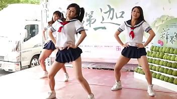 同學*子改太短 跳完舞來訓導處報到 (亭瑋 璇璇 拍拍)