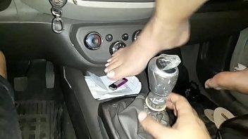 Caiu na net  novinha foi convencida pelo namorado a enfiar o cambio do carro na vagina !!! celular foi para o conçerto e vazou o video 9分钟