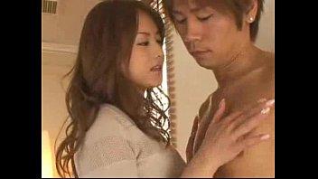 【巨乳】Eカップ巨乳美女の吉沢明歩ちゃんが3Pでのフェラしてクンニされ、Wフェラ – シコラッシュ
