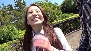 แอบถ่ายใต้กางเกงในสาวสวยญี่ปุ่นคาชุดนักเรียน