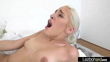 (Jenna Sativa e Naomi Woods) Le ragazze lesbiche adolescenti giocano con i loro corpi caldi video-17