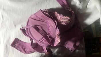 射在紫芋色原味奶罩上 射完用內層擦乾淨
