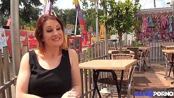 Streaming Video Missy Charme, milf aux gros seins, se fait baiser à une fête foraine - XLXX.video