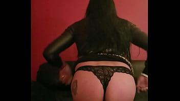 Sissy mostrando su culo