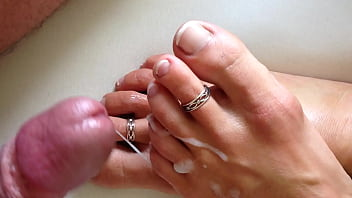 she want some cum at her feet
