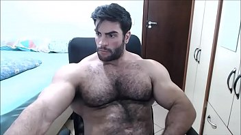 Hot Bodybuilder Felipe Mattos