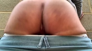 Outdoor slut bouncing booty...