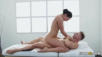 Tattooed Guy Ru shing On His Masseur sseur