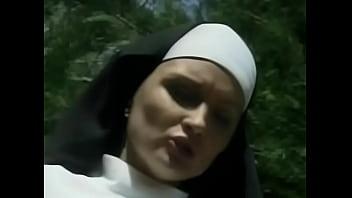 Nun Fucked By A Monk 22分钟