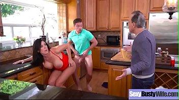 Gorgeous Bigtits Wife (Reagan Foxx) Enjoy Hardcore Sex Scene On Tape video-19 7分钟