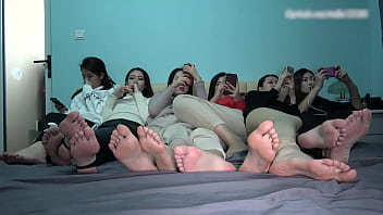 Six cute girls take off shoes show they feet and soles 17分钟