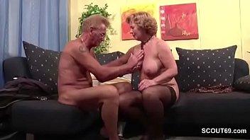 Auch Oma und Opa lieben es hart zu ficken Vorschaubild