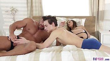 GF got surprised by her bisex boyfriend