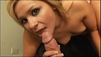 Sweet blondie gives a good blowjob