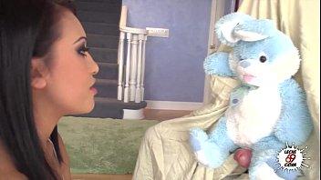 Your Bunny Please  Nacho Vidal juega con el conejo