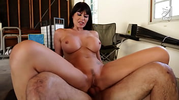 Hot MILF with big tits pays exterminator with sloppy blowjob and hot fucking