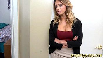 Huge boobs real estate agent fucks the house inspector Vorschaubild