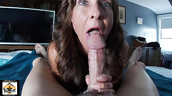 Sexy Blue Eyed Milf Sucks Cum POV 11分钟