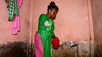 Amateur sexi village girl take open bath