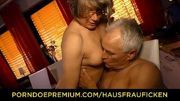 HAUSFRAU FICKEN - Zuhause Doggy Sex mit Hausfrau Oma