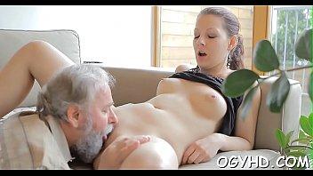 Avid old boy licks young pussy Porno indir