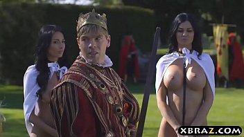 King fucks his busty slutty servants Jasmine and Anissa porno izle