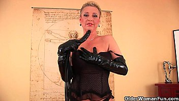 Latex itemize style - Perverted granny betty is dildoing her old cunt