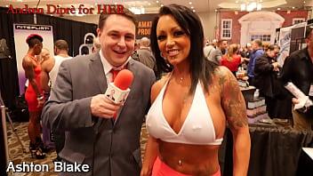 Ashton Blake plays with her nipples for Andrea Diprè porno izle