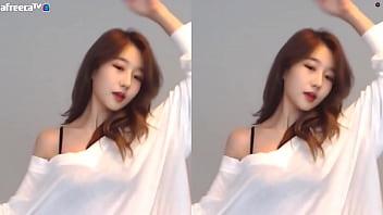 公众号【是小喵啦】韩国主播徐雅性感大长腿白色热舞