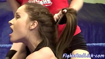 Wrestling babes love to lick pussies 6分钟
