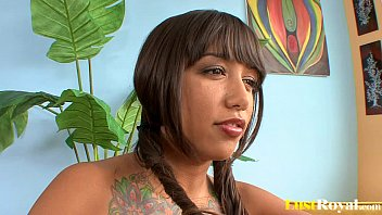 Athletic brunette Samora Morgan is a hot squirter
