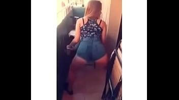Desii sanz moving her ass instagram: @itsdesisanz