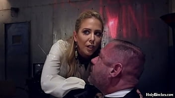 Blonde Milf Peg ging Her Slave