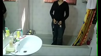 Hot indian Teen Sister Meenal Sood In Shower