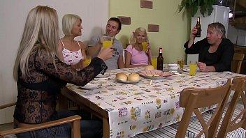 Stieftocher wird hart vom Stiefvater gefickt - HD german audio - eroticplanet porno izle