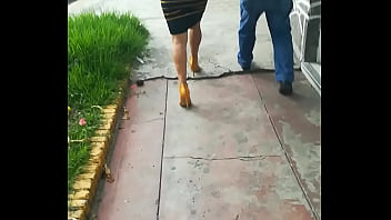 Culona en minifalda