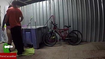 Engrasando La Bicicleta Y El Coo De La Gorda Grabado Con Cmara Oculta GUI030