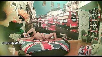 欧风酒店年轻情侣开房啪啪啪闷骚眼镜妹子吃屌的样子很淫荡激情69床上搞完沙发上搞激情四射