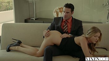 VIXEN.com Rich Boss Gets Threesome with Two Blondes 12分钟