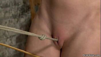 Petite slave walked on crotch rope 5分钟