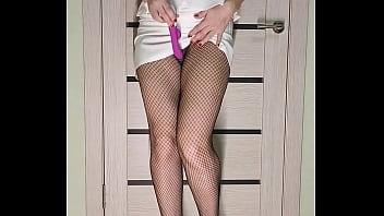 热的女人在工作后网格紧猫玩性玩具