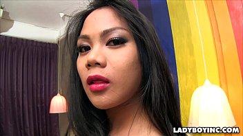 Beautiful Big Cock Asian Shemale Vorschaubild